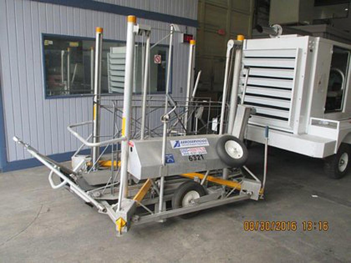 2004 Adaptive Engineering Inc Mobilift AX- Wheelchair Lift