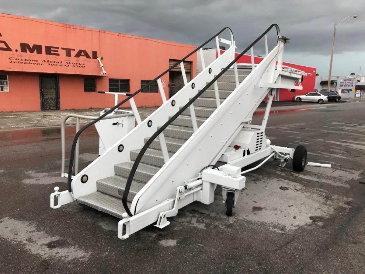 Motorized Passenger Stair Wollard MLPH-309 - 96/114 in