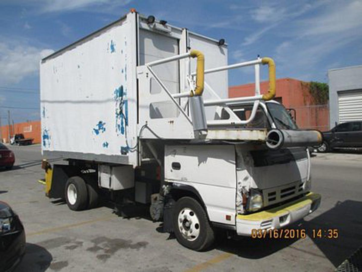 2006 Isuzu/Global RJ Catering CT12-115